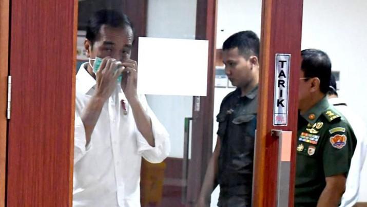 Presiden Jokowi langsung menyambangi RSPAD Gatot Subroto begitu dengar kabar kepergian Habibie