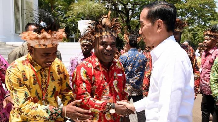 Presiden Joko Widodo (Jokowi) memutuskan untuk melebur sejumlah nomenklatur kementerian pada kabinet jilid II
