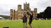 Film Downton Abbey diproduksi pada pertengahan tahun 2018 dan dijadwalkan rilis di Inggris pada 13 September 2019. Ia berkisah seputar kunjungan Raja George V dan Ratu Mary ke Kastil Highclere pada tahun 1927 yang menyebabkan keributan di antara Crawley dan para pelayan.(Photo by Isabel INFANTES / AFP)