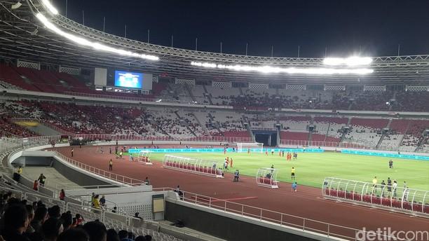Stadion GBK yang Tak Bertuan Malam Tadi