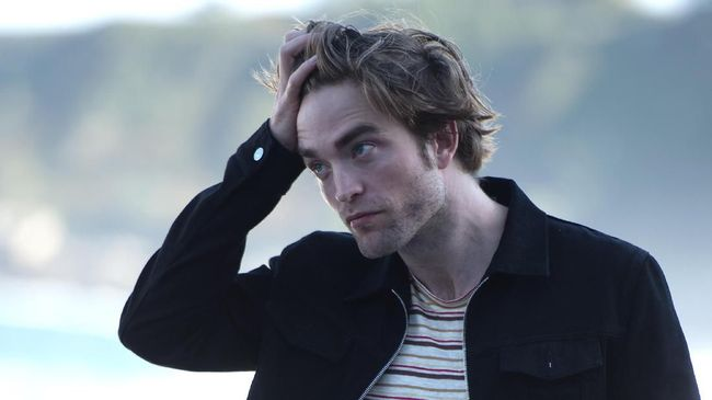 Robert Pattinson Heran Cerita Aneh 'Twilight' Laku Keras
