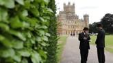 Kastil Highclere yang memiliki 200 kamar, empat orang koki dan empat tukang kebun, kini menjadi rumah untuk George Herbert, Earl of Carnarvon ke-8 dan istrinya, Lady Fiona Carnarvon. (Photo by Isabel INFANTES / AFP)