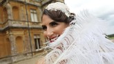 Meskipun keluarga Crawley hanya fiksi semata, namun penggemar Downton Abbey yang telah jatuh cinta tetap ingin merasakan kehidupan di era terdahulu. (Photo by Isabel INFANTES / AFP)