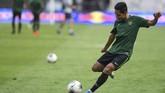 Kekalahan 2-3 dari Malaysia di laga pertama menempatkan Evan Dimas dan kawan-kawan untuk sementara berada di posisi juru kunci atau kelima klasemen Grup G. Thailand yang ditahan imbang Vietnam 0-0 berada di posisi ketiga. (ANTARA FOTO/Hafidz Mubarak A/ama)