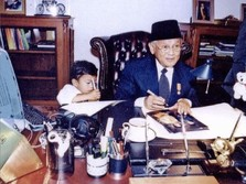 Habibie Tutup Usia, Hanya 5 Menit Jokowi Sudah Tiba di RSPAD