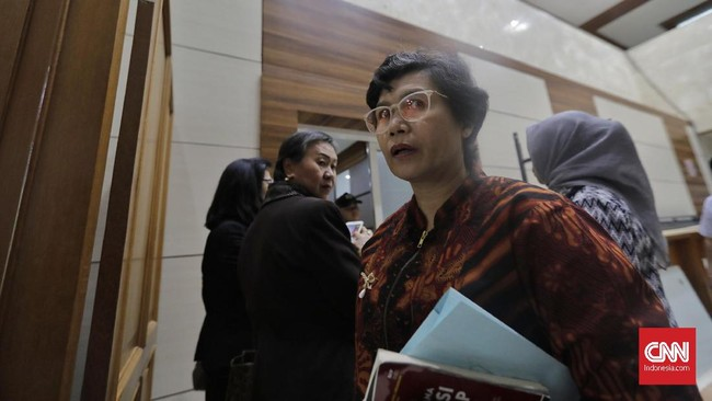 Calon pimpinan KPK Lili Pintauli Siregar menjalani uji kepatutan dan kelayakan di ruang rapat Komisi III DPR RI. Lili memiliki latar belakang Wakil Pimpinan Lembaga Perlindungan Saksi dan Korban (LPSK) dan jadi satu-satunya perempuan yang dipilih Komisi III.