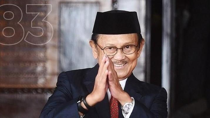 Jokowi: Pak Habibie Bapak Teknologi RI