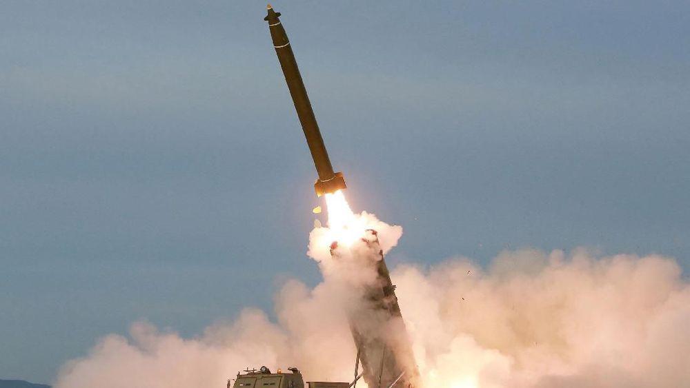 Foto uji coba peluncuran roket berganda super besar di Korea Utara dirilis pada 10 September 2019. (Korean Central News Agency/Korea News Service via AP, File)