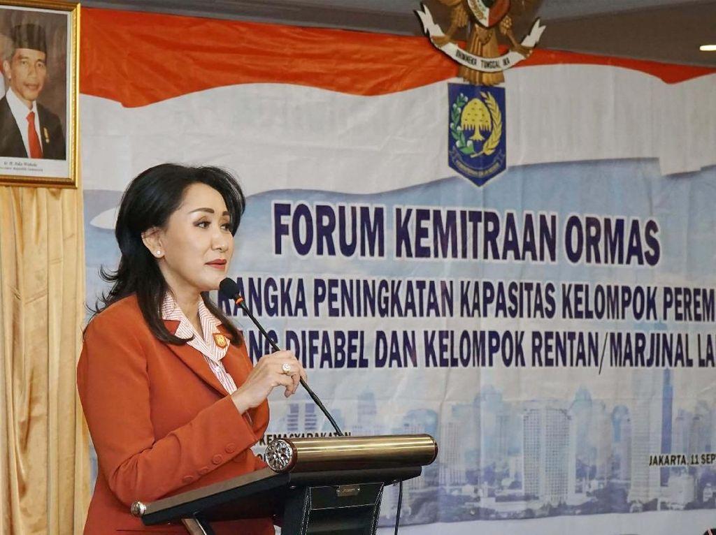 Ketua Kongres Wanita Indonesia (Kowani) Giwo Rubianto memberikan materi dalam acara Pra Kongres XXV Kowani di Jakarta, Rabu (11/9/9).