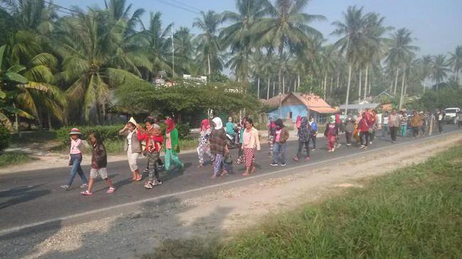 Peserta Aksi Jalan Kaki Suku Anak Dalam Jambi Kesulitan Air