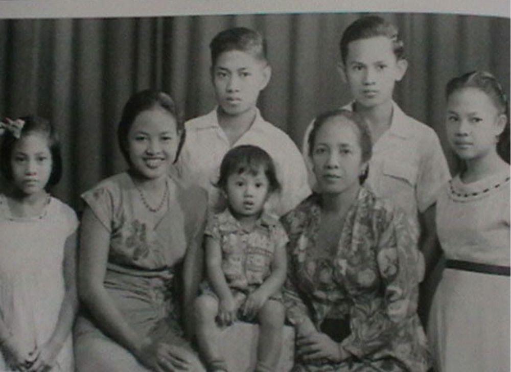 Presiden RI ke-3, BJ Habibie meninggal dunia dalam usia 83 tahun setelah dirawat di RSPAD Gatot Soebroto, pada pukul 18.05, Rabu (11/9/2019).Sosok Habibie yang lahir 25 Juni 1936 di Parepare, Sulawesi ini banyak meninggalkan warisan yang berharga bagi Indonesia. (Instagram Bj Habibie)