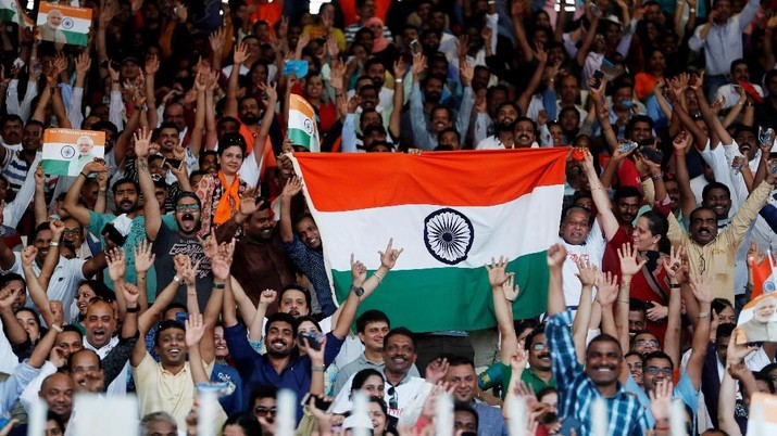 Indian crowd wave their flags as they wait for Indian Prime Minister Narendra Modi at a community gathering during his two-day visit, at Bahrain National Stadium, Isa Town, in Manama, Bahrain, August 24, 2019. REUTERS/Hamad I Mohammed
