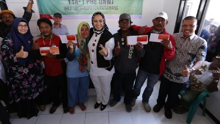 Pencairan dana kompensasi tahap awal akan dimulai dari Kabupaten Karawang, Jawa Barat, Rabu (11/9).