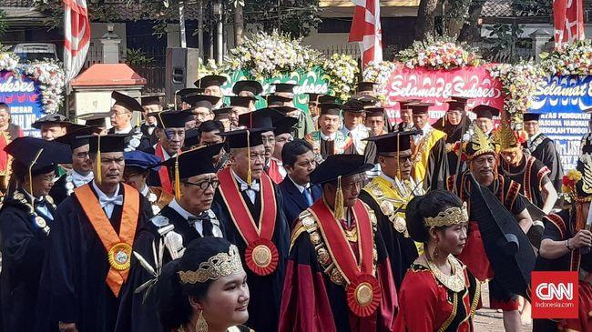 Pengukuhan Menkumham Jadi Guru Besar PTIK Dihadiri Megawati
