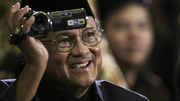 Mengenang Perjalanan BJ Habibie, Bapak Teknologi RI