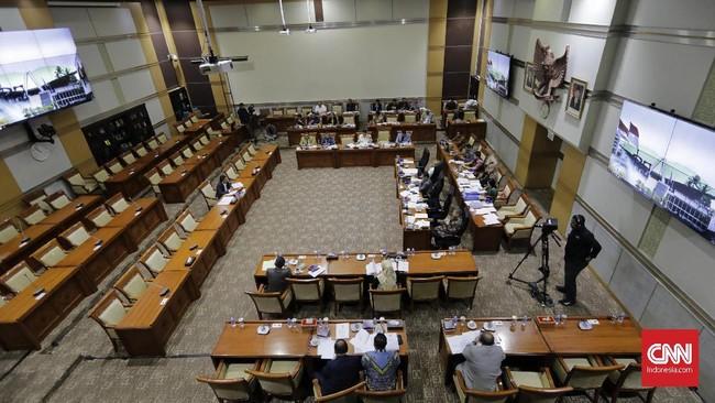 Nawawi Pomolango saat mengikuti uji kelayakan dan kepatutan calon pimpinan KPK dengan Komisi III, di Kompleks Parlemen, Senayan, Rabu (11/9). Selama beberapa hari terakhir, 10 capim KPK yang telah diseleksi pansel dan disetujui Jokowi mengikuti uji kelayakan.