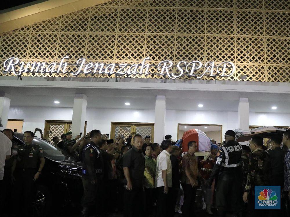 Suasana rumah jenazah RSPAD Gatot Soebroto tempat jenazah Bacharuddin Jusuf Habibie disemayamkan, Rabu (11/9/2019). (CNBC Indonesia/Andrean Kristianto)