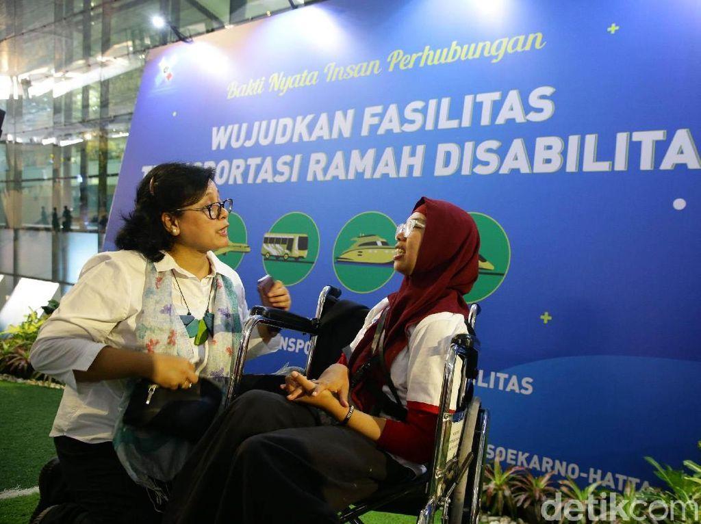 Sosialisasi ini dihadiri oleh 60 orang disabilitas dari berbagai organisasi disabilitas seperti ; GAUN, GERKATIN, YPAC, MRAD, JFBT, PERTUNI, Sarana Bina Daksa Budi Bhakti dan operator transportasi sebanyak 23 operator.
