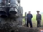 Isyarat ke Trump, Korut Luncurkan Roket Ganda Super Besar