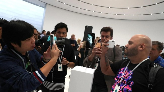 Ketiga model iPhone 11 mengusung nama iPhone 11, iPHone 11 Pro, dan iPhone 11 Pro Max. (Justin Sullivan/Getty Images/AFP)