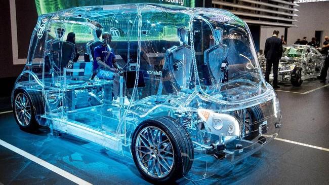Minivan transparan ini masih dalam bentuk konsep. (AP Photo/Michael Probst)