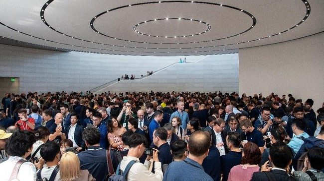 Apple secara resmi memperkenalkan tiga model iPhone 11 pada Selasa (10/9) di Steve Jobs Theater, Cupertino, California, AS. (Photo by Josh Edelson / AFP)