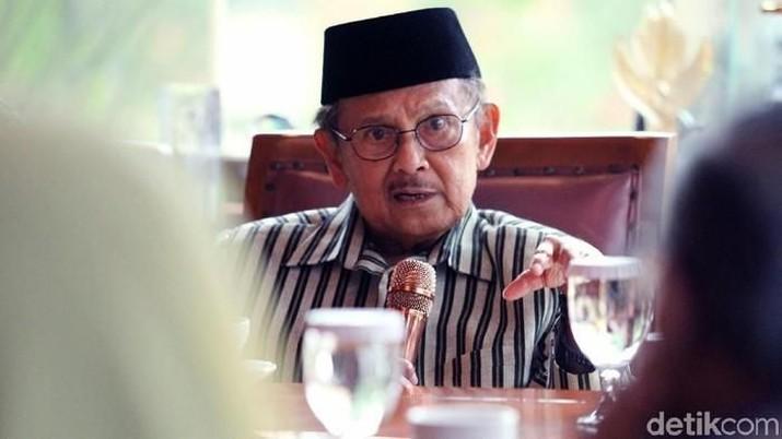 Presiden RI ke-3, BJ Habibie meninggal dunia dalam usia 83 tahun setelah dirawat di di RSPAD Gatot Soebroto.