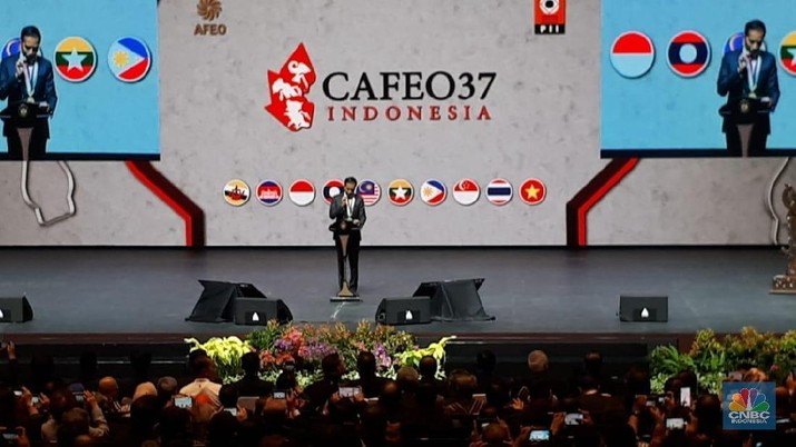 Jokowi membuka perhelatan The 37th Conference ASEAN Federation of Engineering Organizations (CAFEO37) di JIExpo, Kemayoran, Jakarta, Rabu (11/9/2019)