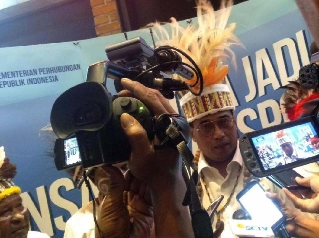 Menteri Perhubungan (Menhub), Budi Karya Sumadi, kembali mengajak semua pihak untuk bersama memerangi berita bohong atau hoax yang makin marak di Indonesia.