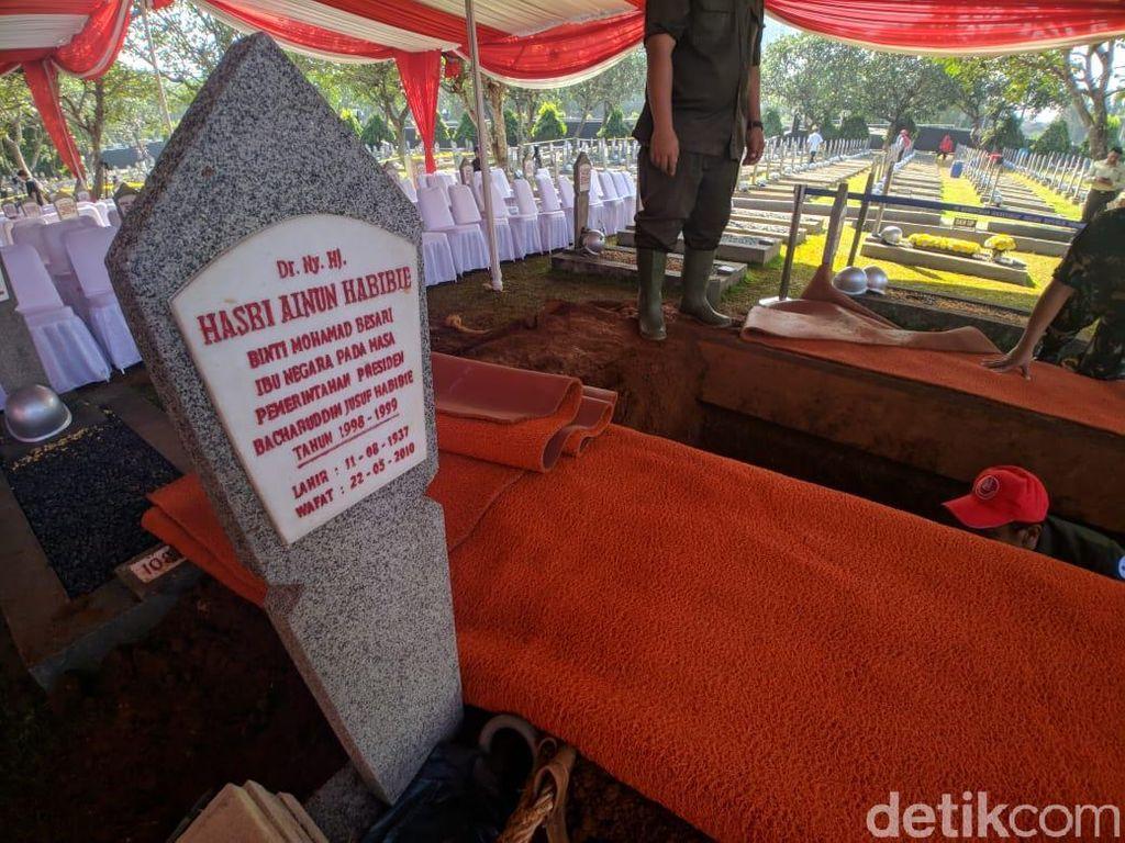 Jenazah BJ Habibie akan dimakamkan di sebelah pusara istrinya, Ainun Habibie. (Foto: Jefrie/detikcom)