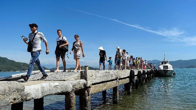 Turis sampai diMonkey Island (Pulau Monyer) di Nha Trang, Vietnam.(AFP/Nhac Nguyen)
