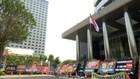 VIDEO: KPK Kibarkan Bendera Setengah Tiang untuk Habibie