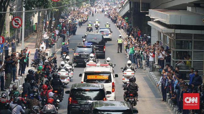 Warga Tumpah ke Jalan Beri Penghormatan Terakhir BJ Habibie