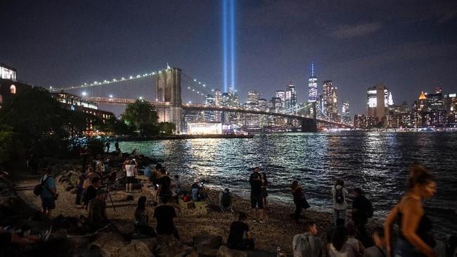 Aparat penegak hukum AS memperkirakan para teroris menghimpun uang hingga US$500 ribu atau Rp7,02 miliar untuk melancarkan serangan 9/11. (Photo by Johannes EISELE / AFP)