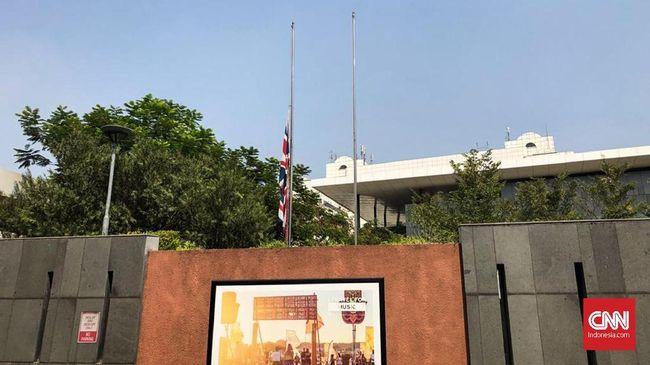 Habibie Wafat, Kedubes Inggris Kibar Bendera Setengah Tiang
