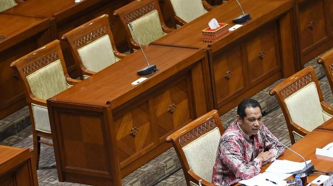 Sementara itu Nurul Ghufron berasal dari latar akademisi. Dosen di Fakultas Hukum Universitas Jember ini juga beberapa kali pernah menjadi saksi ahli di sidang korupsi. (ANTARA FOTO/Aditya Pradana Putra)