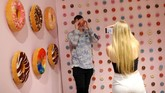 Posing in a bath of pink balls or throwing up handfuls of multi-coloured confetti, teenagers and 20-somethings have been snapping away at a purpose-built London mini-studio for social media selfies. (Photo by Isabel INFANTES / AFP)