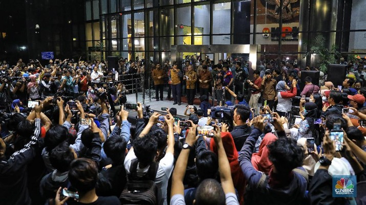 Ketua KPK Agus Rahardjo mengatakan Para pimpinan KPK sangat prihatin dengan kondisi pemberantasan korupsi yang makin mencemaskan.