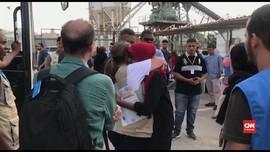 VIDEO: Hampir 100 Pengungsi Dievakuasi dari Libya ke Italia