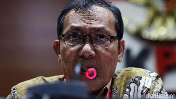 Wakil Ketua Komisi Pemberantasan Korupsi (KPK) periode 2015-2019 Saut Situmorang mundur dari jabatannya.