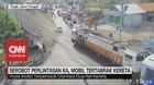 VIDEO: Serobot Perlintasan KA, Mobil Tertabrak Kereta