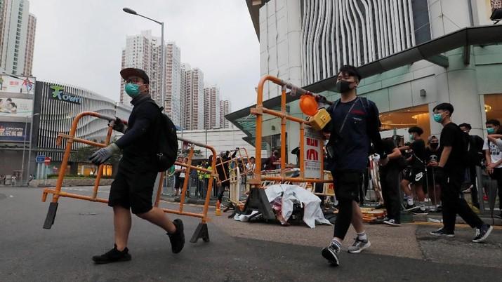 Massa pro demokrasi Hong Kong kini terang-terangan meminta bantuan negara lain untuk penyelesaian konflik dengan China.