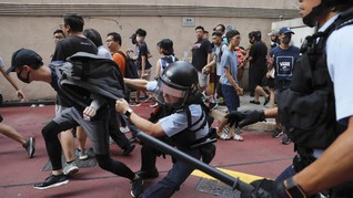 Demonstran Hong Kong Rusak Bendera China dalam Unjuk Rasa