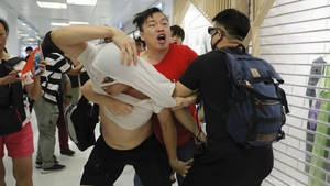 FOTO : Adu Jotos Demonstran Hong Kong di Mal