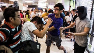 Demonstran Hong Kong Ricuh di Mal