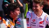Marc Marquez meluapkan kegembiraannya dengan berteriak usai meraih podium pertama. Dia mengatakan termotivasi usai insoden dengan Rossi. (Marco Bertorello / AFP)