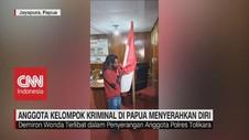 VIDEO: Anggota Kelompok Kriminal di Papua Menyerahkan Diri