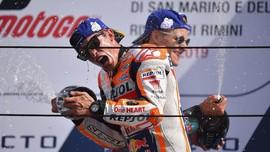 FOTO: Kemenangan Emosional Marquez Usai Insiden dengan Rossi