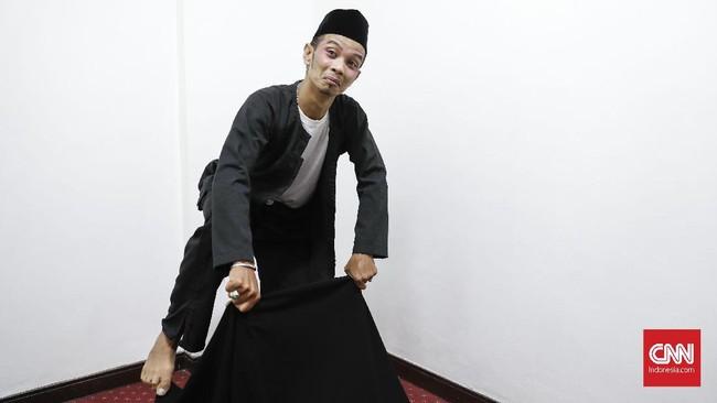 Ahmad Rofiq juga baru bergabung dengan Srimulat Surabaya di bawah asuhan Eko 'Kucing'. Ia kerap tampil sebagai antagonis. (CNN Indonesia/Safir Makki)