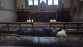Churches Conservation Trust (CCT), yang mengelola gereja-gereja desa, menyediakan tenda dan kantong tidur sehingga para pengunjung dapat